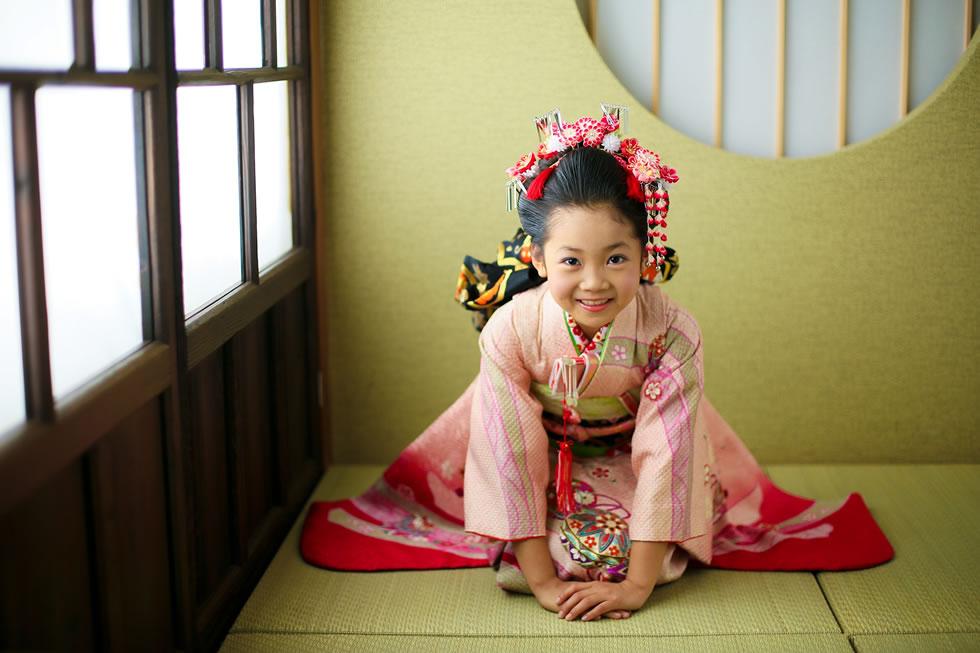 七五三七歳7才着物帯髪飾り袖和衣裳正座ピンク日本髪
