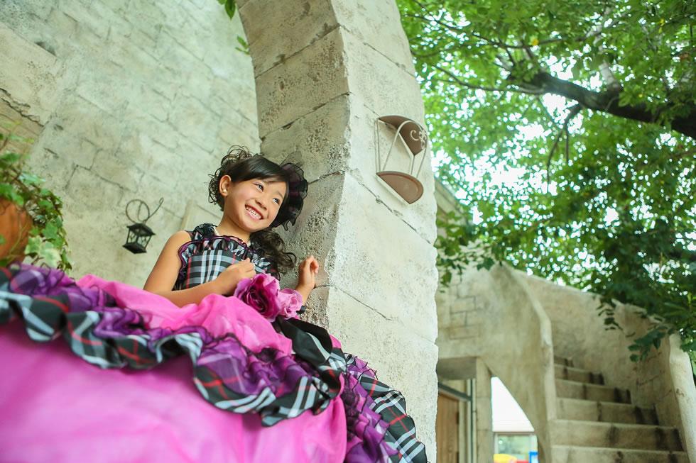 七五三七歳7才ドレスロケーション緑お城階段きれいピンクヨーロッパフランス語