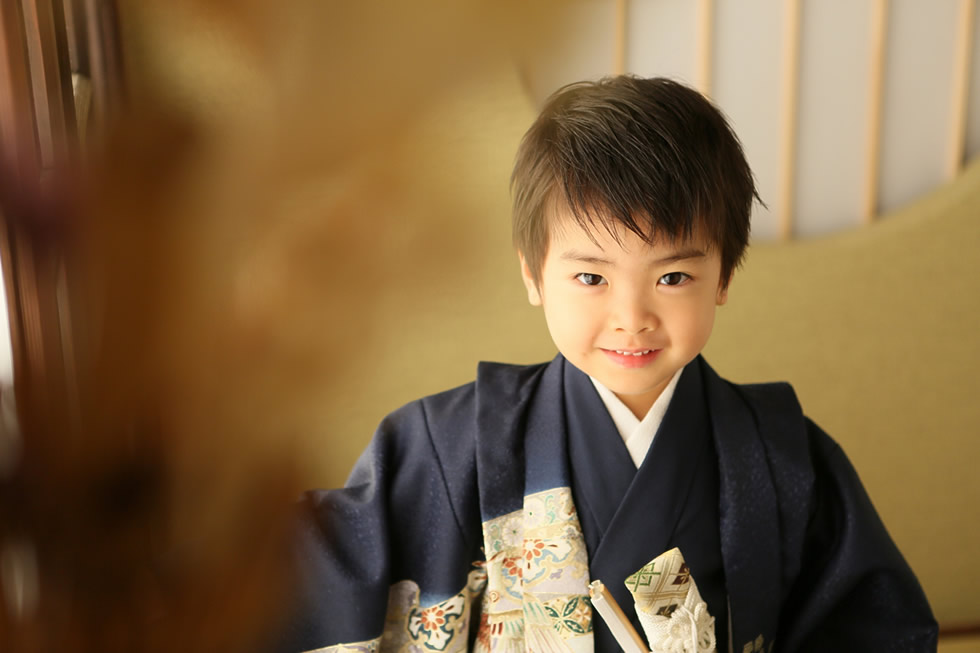 七五三男5歳5才和室紺色羽織袴畳イケメンかっこいい髪形