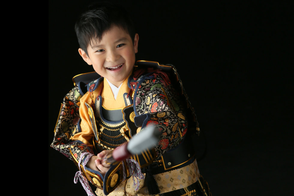 七五三男5歳5才紺色羽織袴畳イケメンかっこいい髪形鎧兜刀槍やり